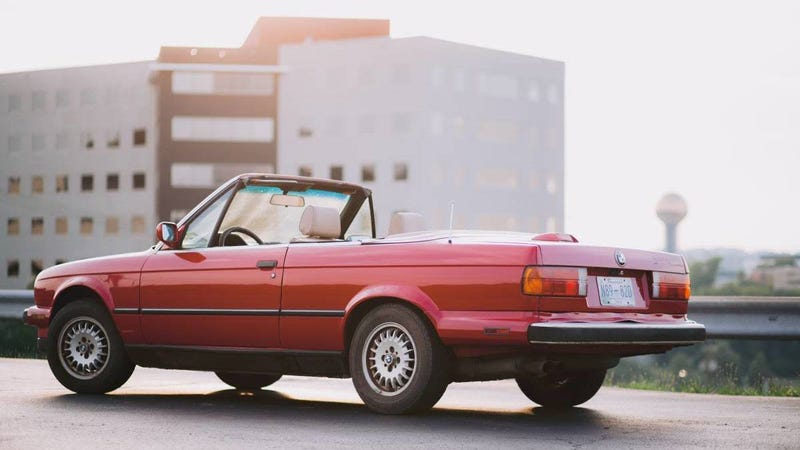 Illustration for article titled At $2,990, Could This 1988 BMW 325i Convertible Be The Ride For Your Endless Summer?