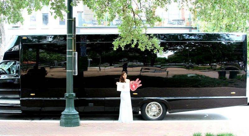 Illustration for article titled Chandler Parsons Sent A Girl To Prom On A Party Bus
