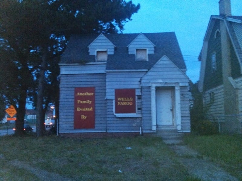 Illustration for article titled This Detroit House's Sign Blames Wells Fargo For Family's Eviction