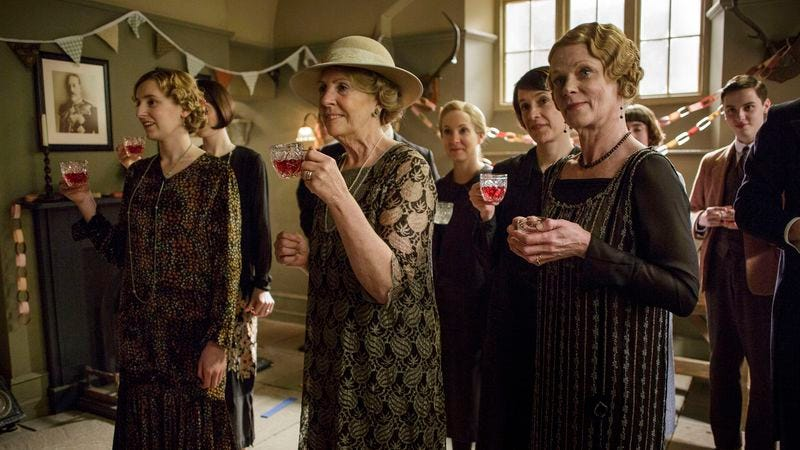 Laura Carmichael, Penelope Wilton, Joanne Froggatt, Raquel Cassidy, and Samantha Bond (Photo: Nick Briggs/Carnival Film & Television Limited 2015 for MASTERPIECE)