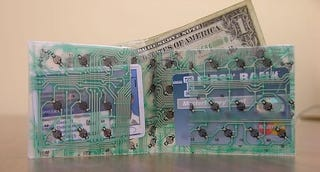 Illustration for article titled Friday Fun:  Make a wallet from an old keyboard