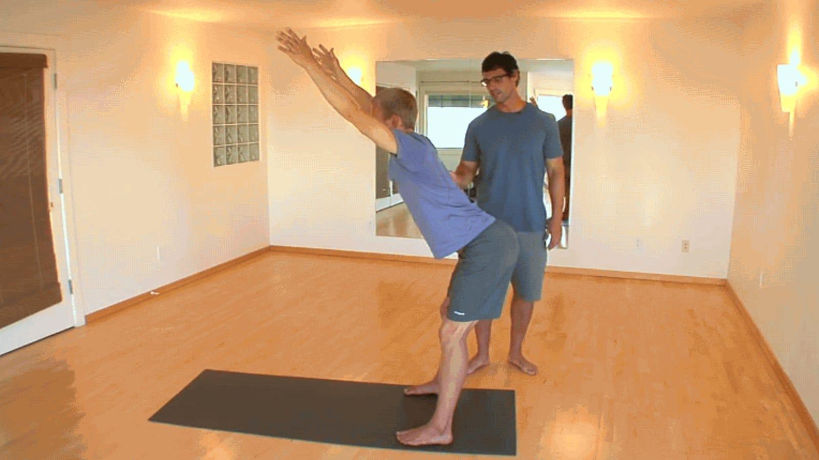 Cuatro minutos de ejercicio bastan para aliviar el dolor de espalda de sentarse frente al PC
