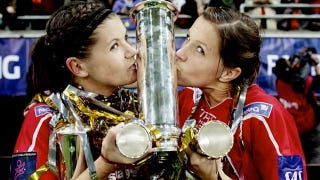 Illustration for article titled This Evening: Two Women Kiss A Trophy That Looks Like Something Other Than A Trophy