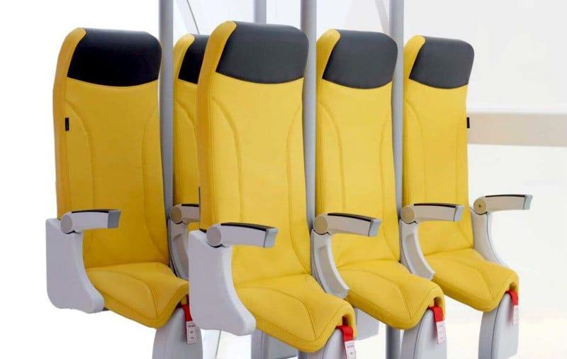 Illustration for article titled Estos nuevos asientos de avión tienen tan poco espacio entre ellos que prácticamente volarás de pie