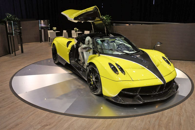 Pagani Stays In The Car Porn Business As A Huayra Roadster Is Set