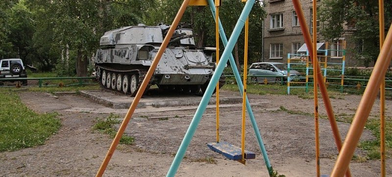 Illustration for article titled Russian Playgrounds Have Tanks In Them