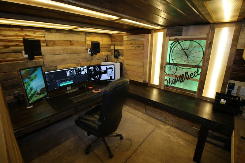 Illustration for article titled The Secret Wooden Workspace
