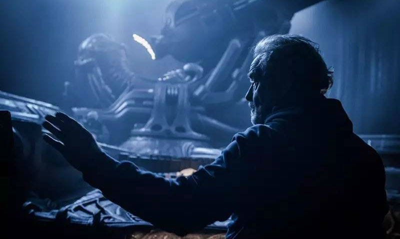 Ridley Scott en el set de rodaje de Covenant. Foto: Fox
