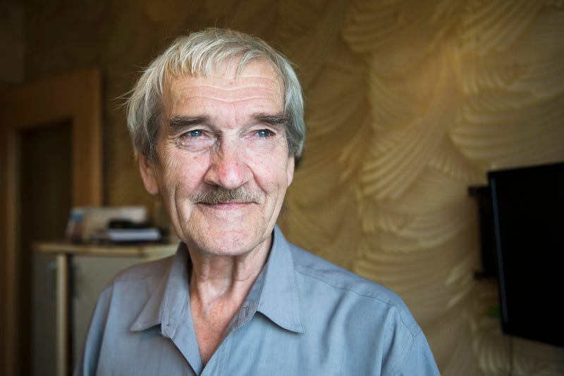 In this August 27, 2015 photo former Soviet missile defense forces officer Stanislav Petrov poses for a photo at his home in Fryazino, Moscow region, Russia. (AP Photo/Pavel Golovkin)