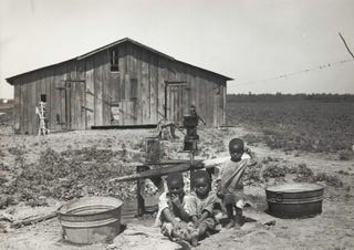 Children of sharecropper, near West Memphis, Ark., in 1935 (New York Public Library Digital Gallery, Farm Security Administration Collection)