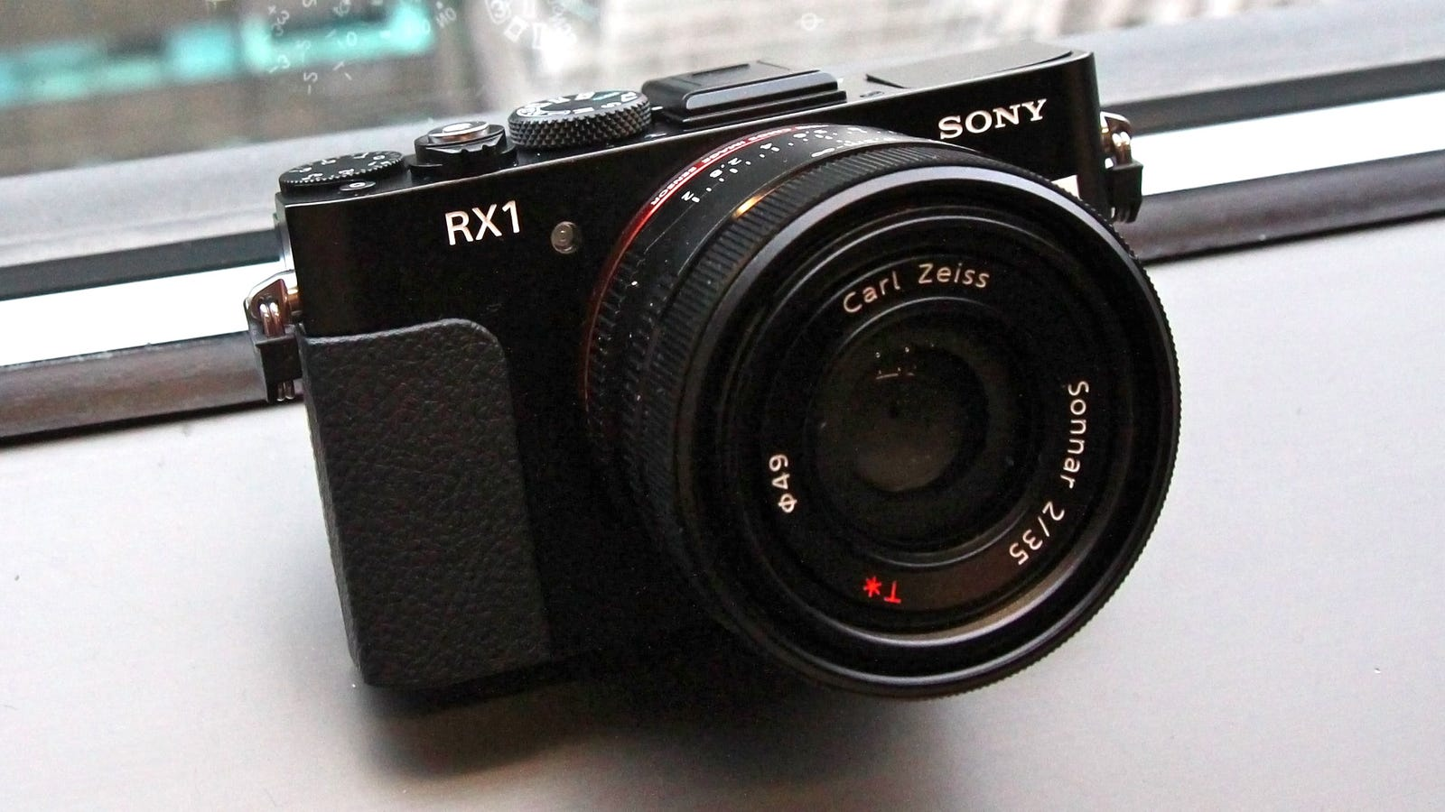 Sony rx1 the first full frame point and shoot camera for Camera camera