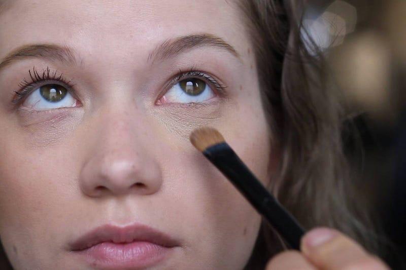 Illustration for article titled Eye make up help?