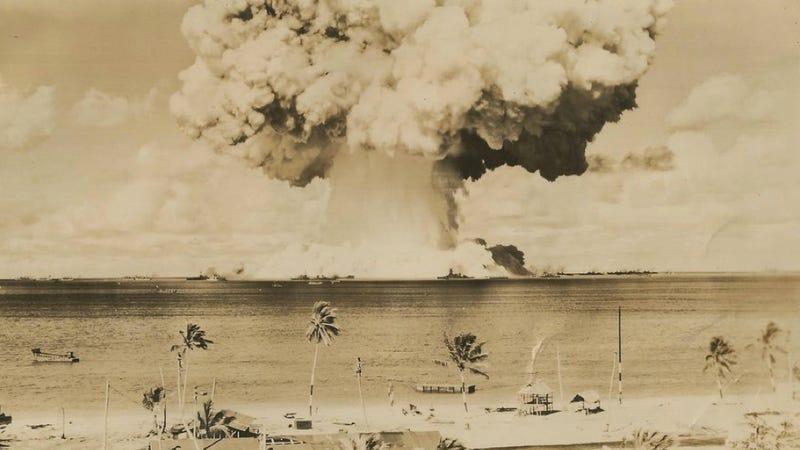 Illustration for article titled Rare photographs of atomic bomb testing at Bikini Atoll
