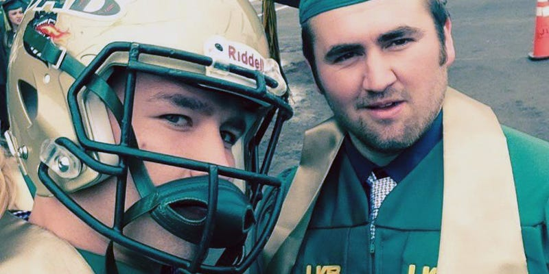 Illustration for article titled UAB Linebacker Protests School Prez By Wearing Helmet To Graduation