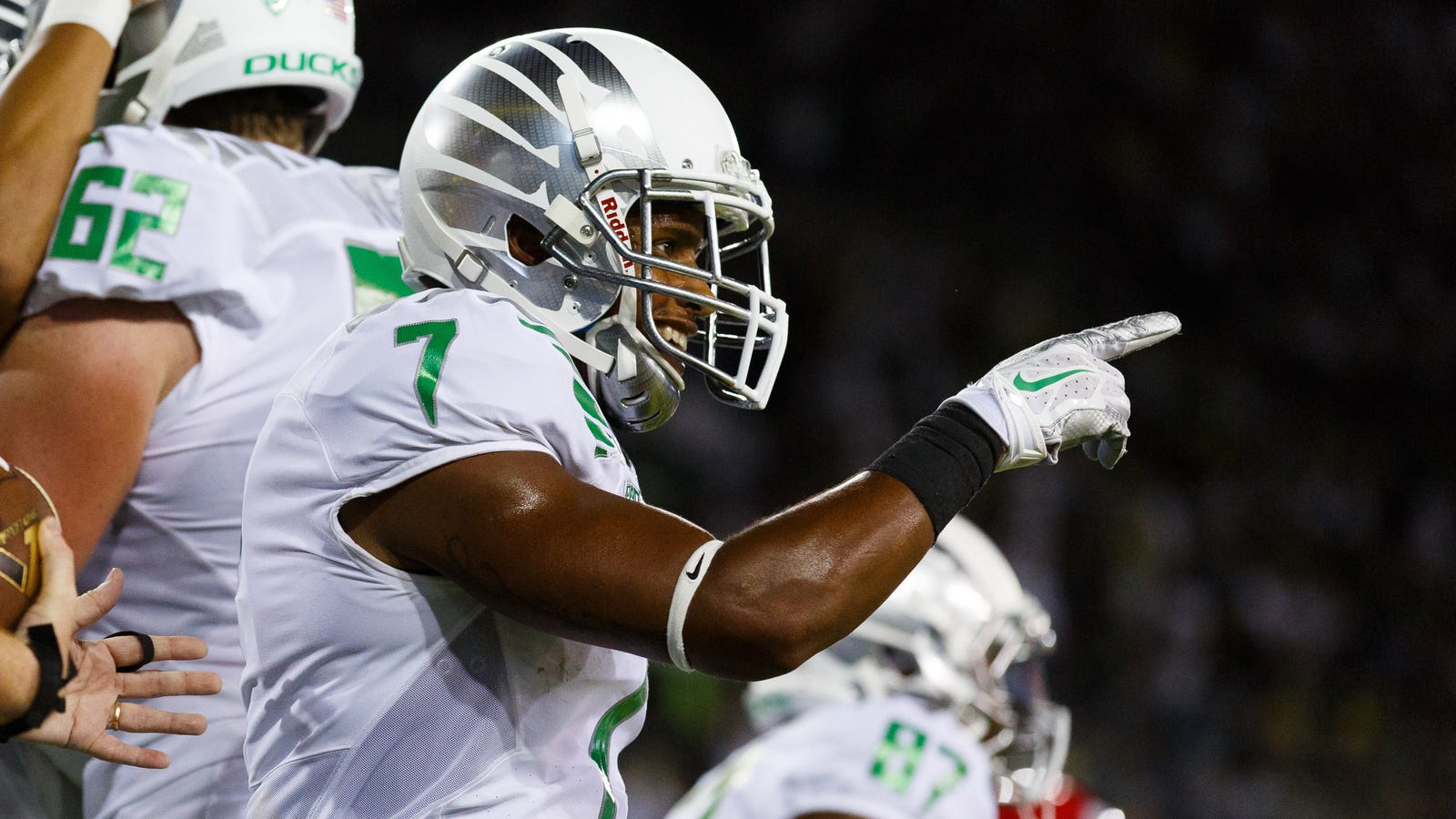 Report: Former Oregon Receiver Brought Down Gunman At A Portland High School – Deadspin