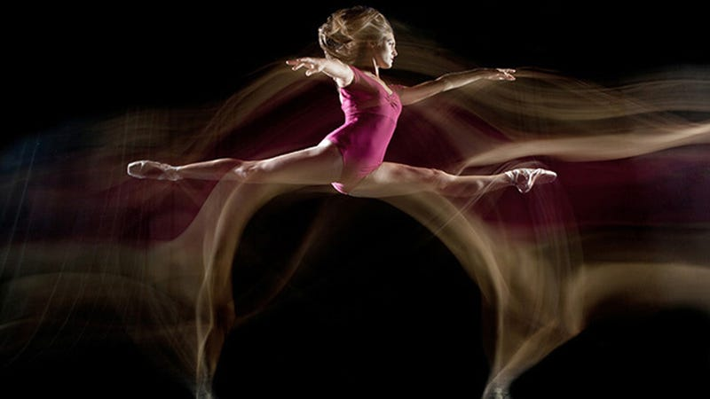 Illustration for article titled These Mesmerizing Photos Capture Dynamic Ballet Dancers in Midair