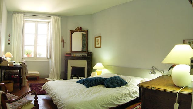 Use the right light bulb to find the best paint color for your walls for What color light bulb for bedroom