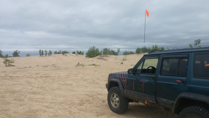 Illustration for article titled Watch Me Take My $600 Moab Jeep On Sand Dunes Live Right Now