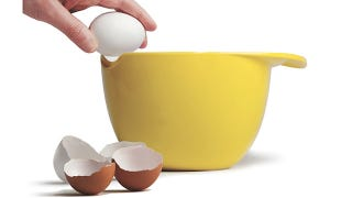 Illustration for article titled Miracle Bowl Allows for Perfectly Cracked Eggs Every Time