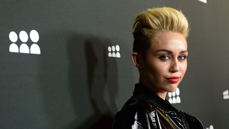 Illustration for article titled Miley Cyrus Is 'Fine' with Parents' Split but Worried About Her Sister