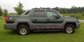 Illustration for article titled For $11,200, This 2002 Chevy Avalanche 2500 Is A Big Block Party