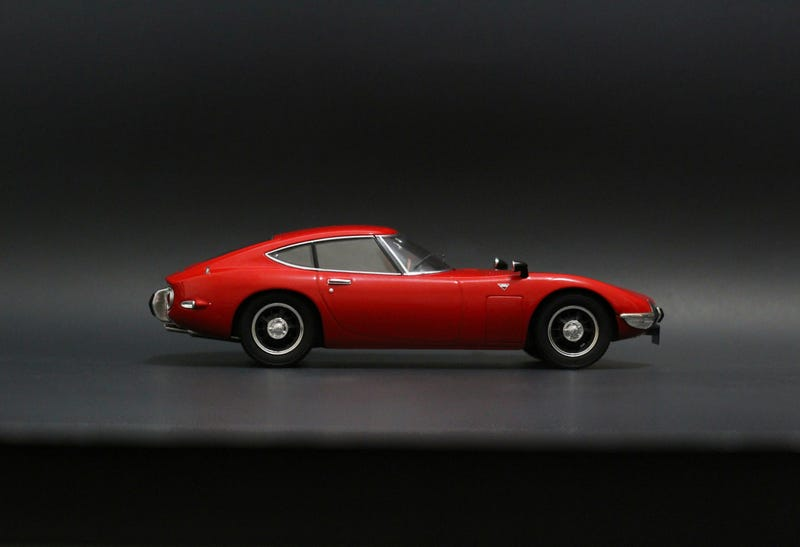 Illustration for article titled Car Week: 1/18 Triple9 Toyota 2000 GT