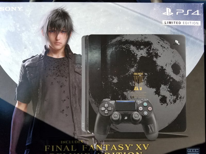 The wild Limited Edition FFXV system in its natural habitat; THESE HANDS!!!
