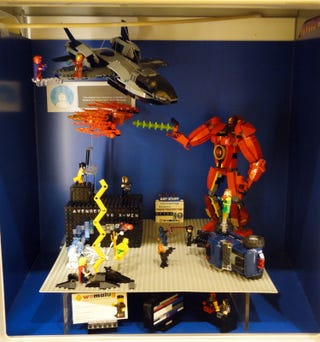 Illustration for article titled Avengers Vs X-Men: In LEGO