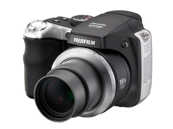 fujifilm finepix s8000fd has 8mp 18x zoom and 6400 iso kinda rh gizmodo com Fujifilm FinePix Z90 Fujifilm FinePix A-Series