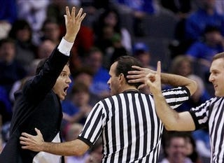 Illustration for article titled Study: College Basketball Refs Suck, Too