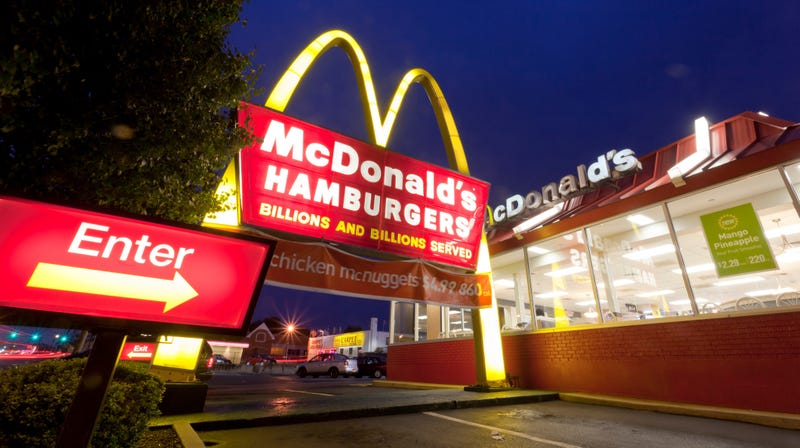 Illustration for article titled McDonald's employee shamed online by customer earns community support