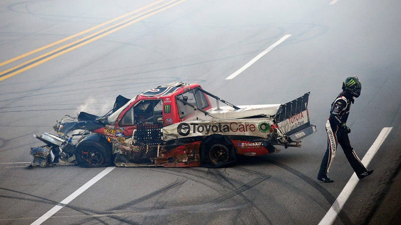 Illustration for article titled Why stay-in-your-car rules didn't exist in racing, until now