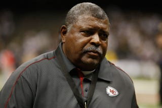 Illustration for article titled Chiefs Head Coach Romeo Crennel Fires Defensive Coordinator Romeo Crennel