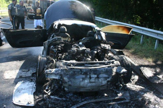 Illustration for article titled Powerball Winner's Week-Old Audi R8 Burns On Highway