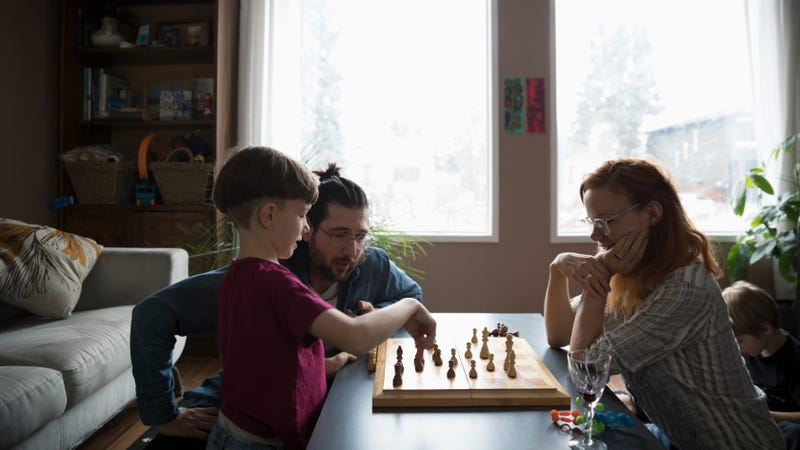 Illustration for article titled Teach Your Kids How to Play Chess By Letting Them Switch Sides With You
