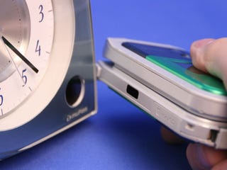 Illustration for article titled Japanese Alarm Clock Grabs Music from Phones