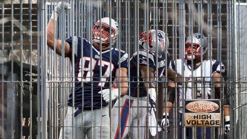 Illustration for article titled Bill Belichick Places Rob Gronkowski In Patriots' Injured Reserve Cage