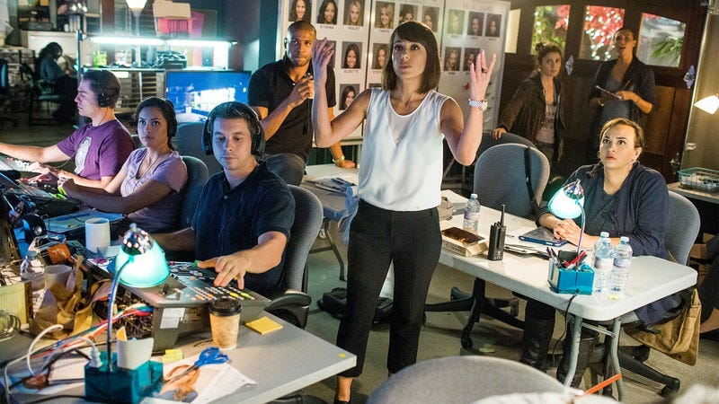 Quinn King (Constance Zimmer, center) begs her crew for better footage in a scene from UnREAL. (Photo: James Dittiger/Lifetime)