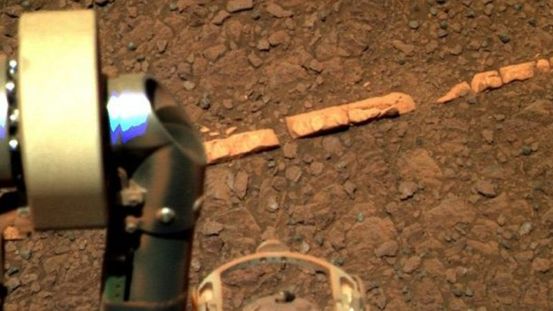 Illustration for article titled NASA: We've discovered something completely new on the surface of Mars