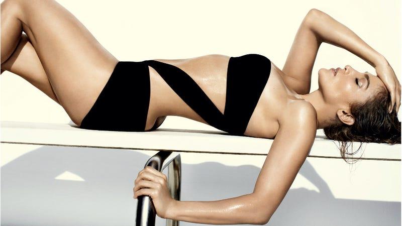Illustration for article titled Jennifer Lopez Wears Swimsuits For Vogue