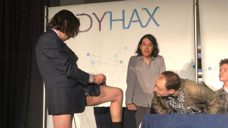 Aaron Traywick, CEO of Ascendance Biomedical, injecting himself with a herpes treatment on stage at a conference. Image: Kristen V. Brown