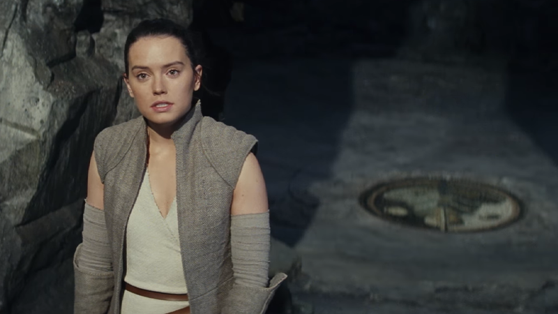 Daisy Ridley's Rey discusses the positive benefits of lifting rocks with the force in Star Wars: The Last Jedi.