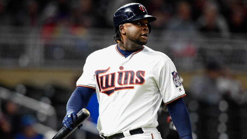 Photographer says Miguel Sano assaulted her