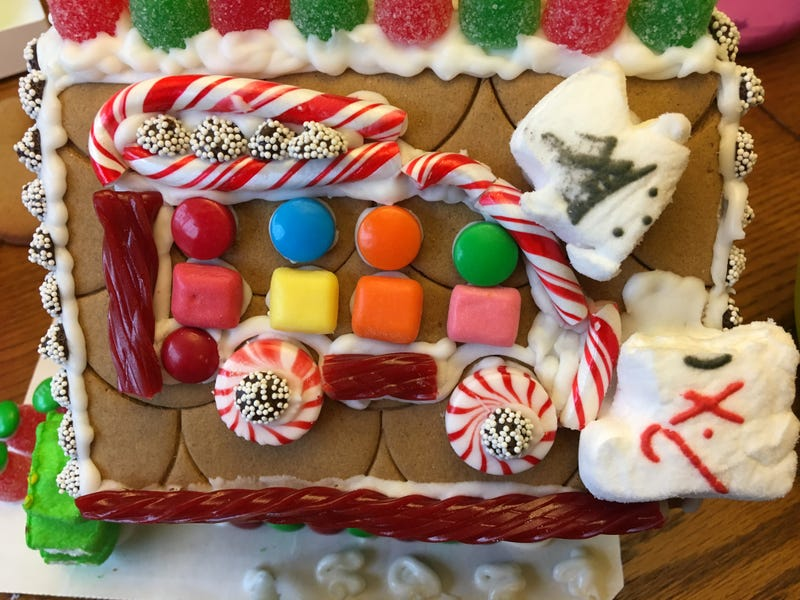 Illustration for article titled Gingerbread houses for car guys?
