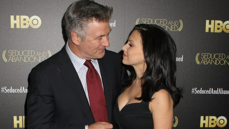 Illustration for article titled Alec and Hilaria Baldwin Threaten Red Carpet Photographers with PDA