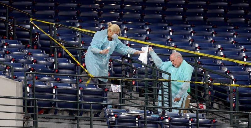 Illustration for article titled Braves Fan Dies After Falling From Turner Field Upper Deck