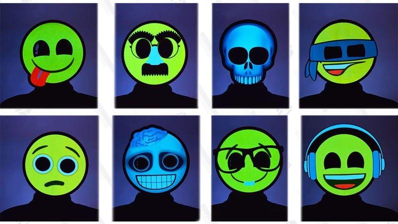 Máscaras de emoji por Halloween | $40 | AmazonGráfico: Shep McAllister