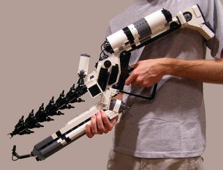 Illustration for article titled This Guy Built a District 9 ARC Rifle Out of Legos