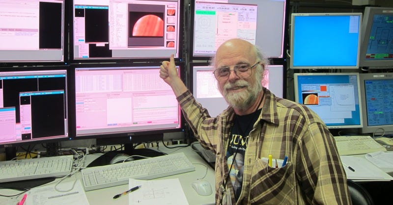 JPL scientist Glenn Orton is right at home in mission control. (Image: NASA/JPL/Caltech)