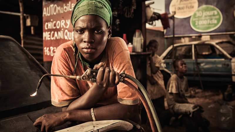 Illustration for article titled Powerful Portraits of Workers at Femme Auto in Senegal